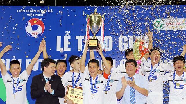 Thái Sơn Nam nhận cúp vô địch giải futsal VĐQG 2016