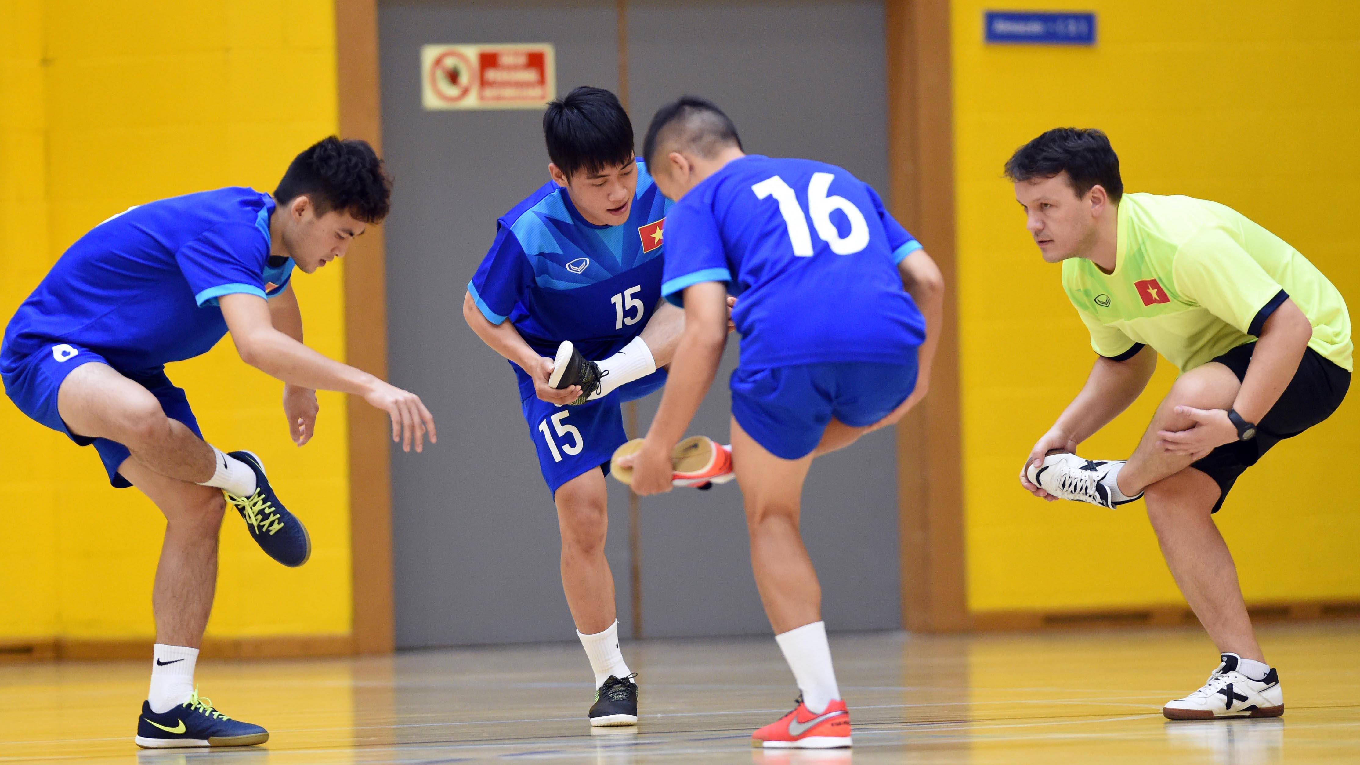 Đội tuyển futsal Việt Nam tích cực tập thể lực trên đất Tây Ban Nha